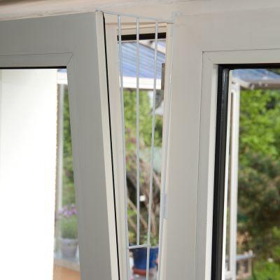 grille de protection pour chat pour fen tre soufflet. Black Bedroom Furniture Sets. Home Design Ideas